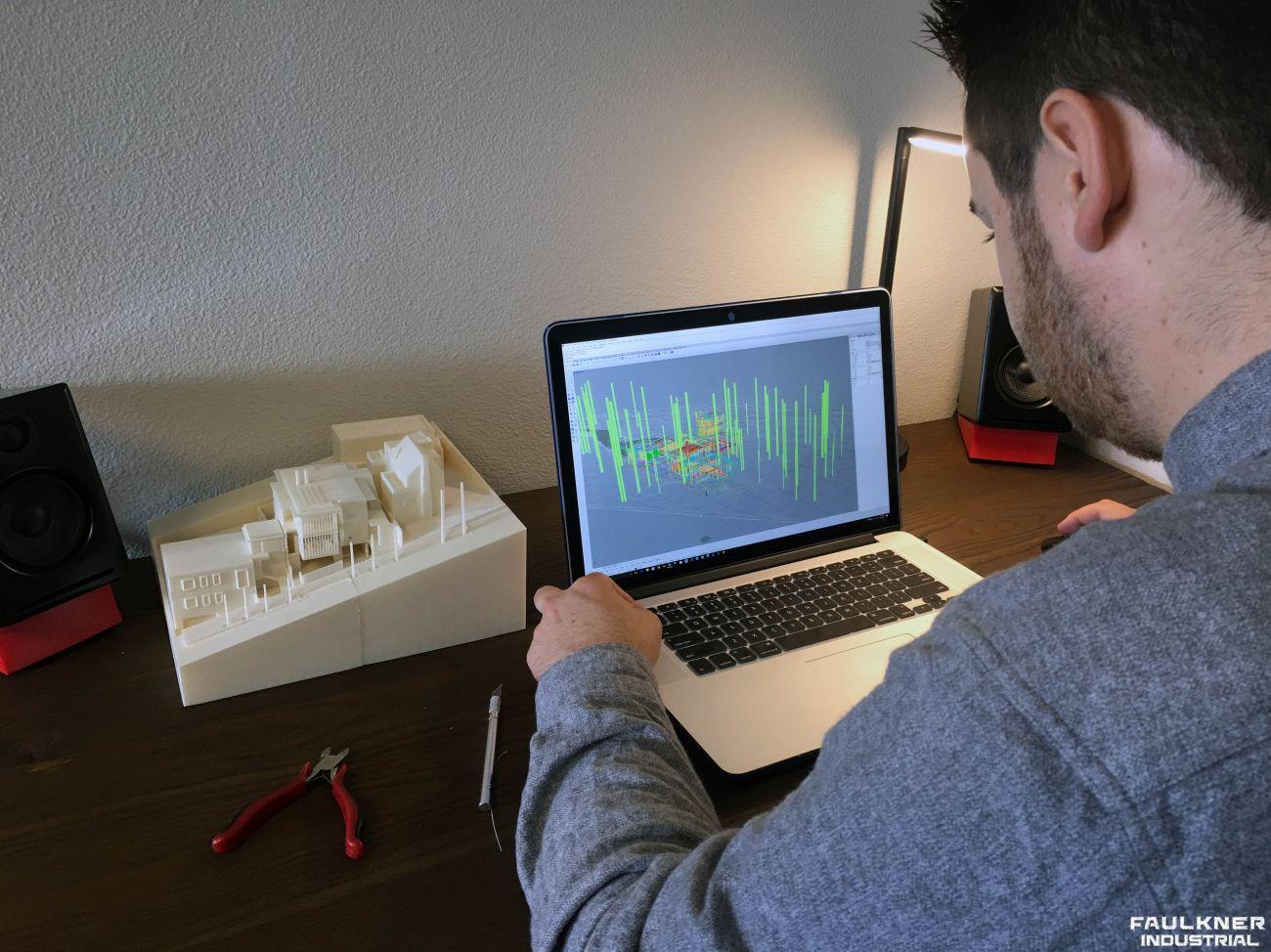 Garrett Faulkner jobbar med en 3D design